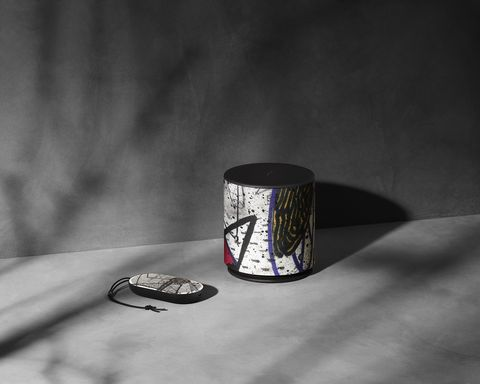 White, Black, Light, Still life photography, Black-and-white, Thimble, Still life, Monochrome photography, Table, Photography,
