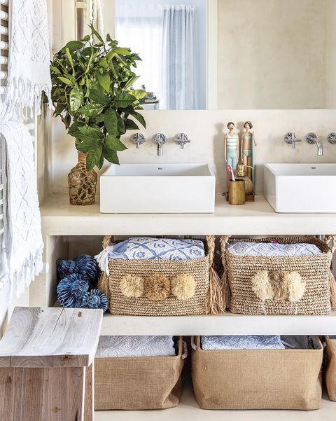 cuarto de baño con mueble de lavabo de obra
