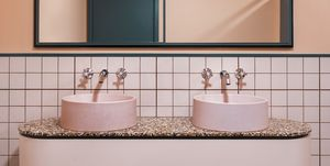 Baño decorado en dos colores