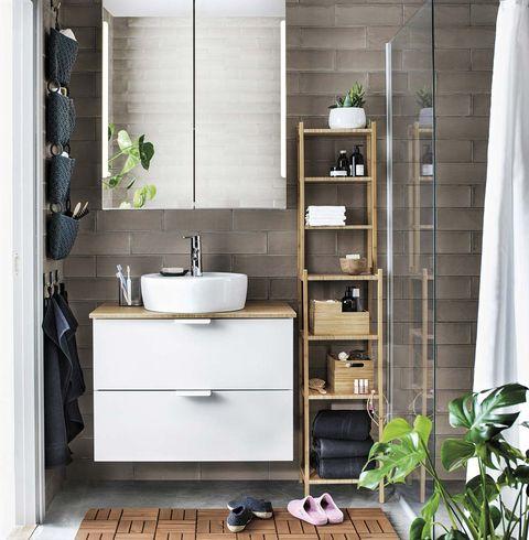 Aprovechar rincones en casa: Estantería baño