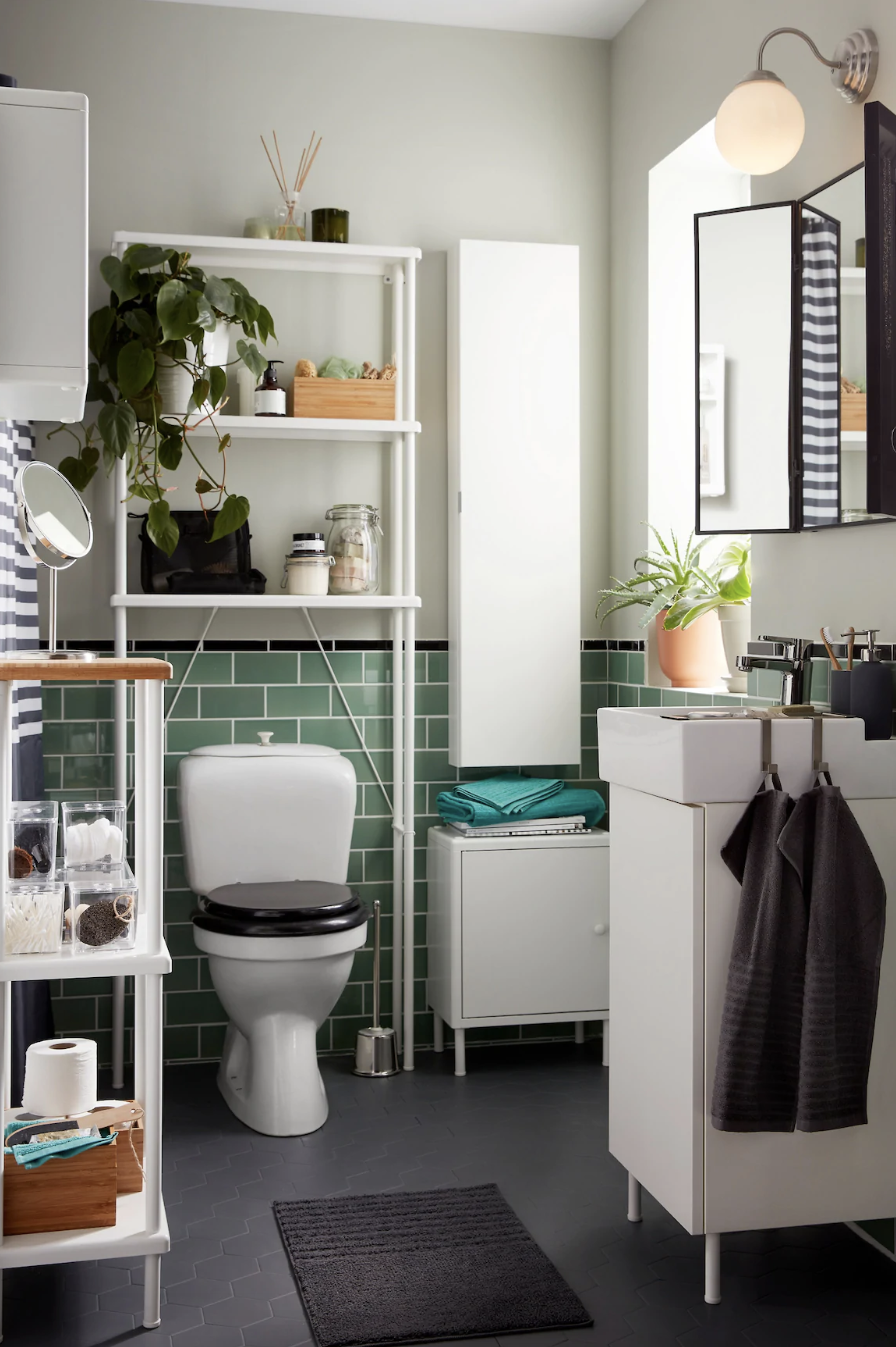 Trucos infalibles para ganar espacio en un baño pequeño 👌- Un baño pequeño muy bien aprovechado
