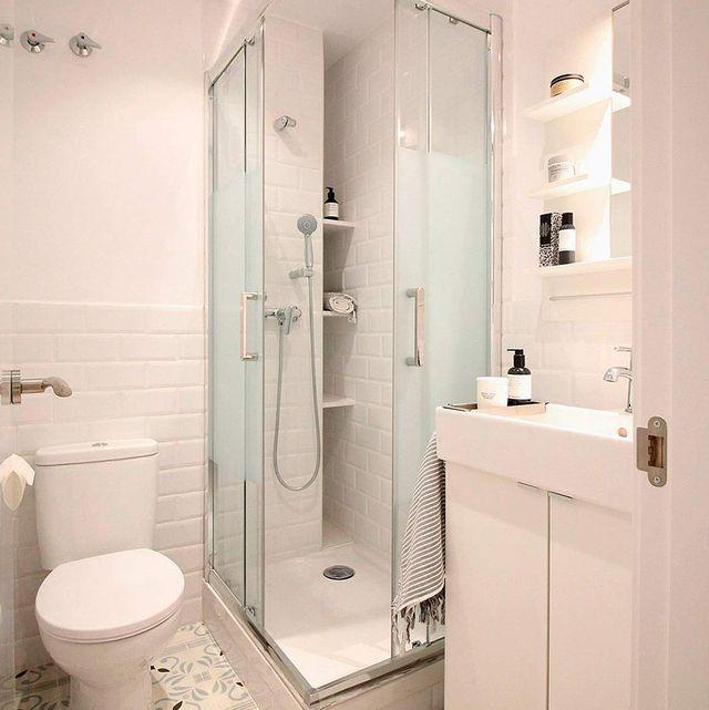 baño pequeño y moderno antes y después