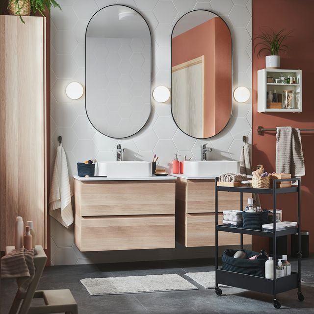 espejos ovalados con marcos de aluminio lindbyn y carrito con ruedas nissafors de ikea