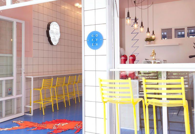Arredamento Stile Pop Art : Arredamento pop art in un bar ad atene