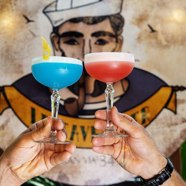 una bar diferente, en una nueva azotea del centro de madrid, con ambiente marinero y cócteles de lujo