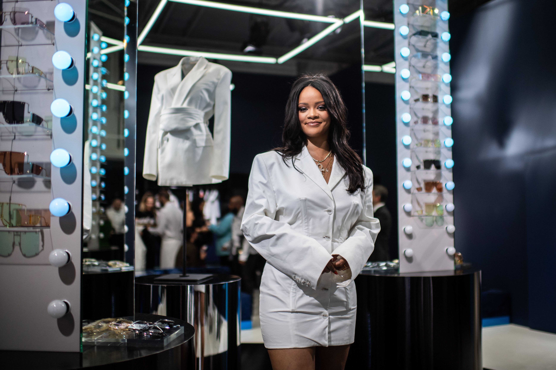 3718975047398 Rihanna's Best Street Style - Rihanna's Best Looks