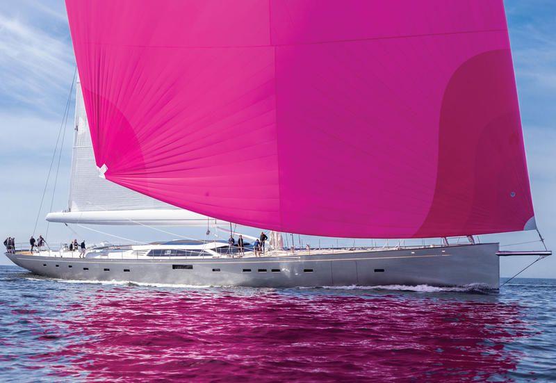 La barca a vela sloop in carbonio più grande del mondo