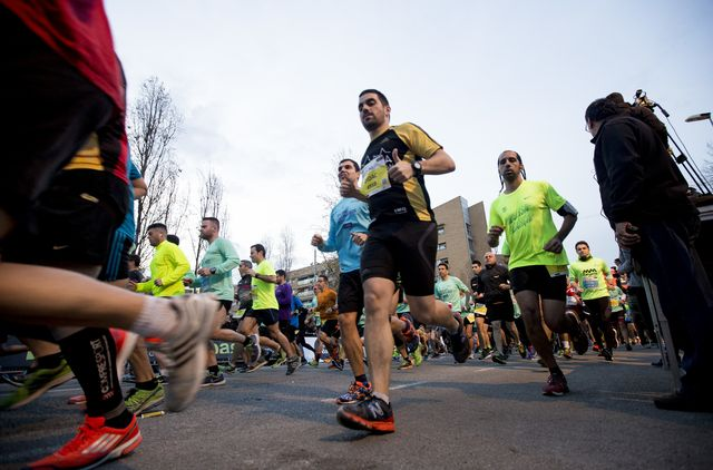 varios corredores en una carrera de barcelona el 31 de diciembre