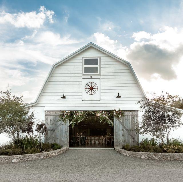 25 Best Barn Wedding Venues Barn Wedding Venues Near Me