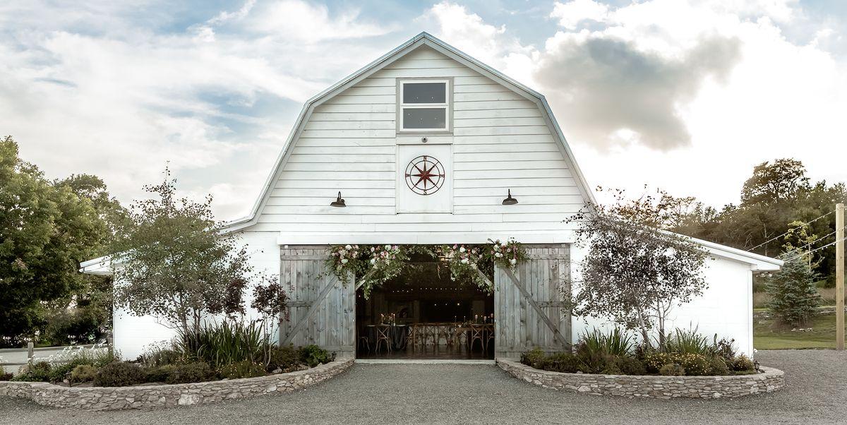 25 Best Barn Wedding Venues - Barn Wedding Venues Near Me