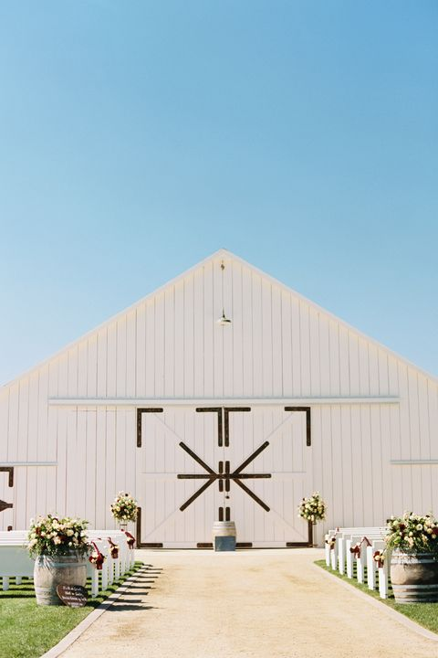 barn wedding venues white barn