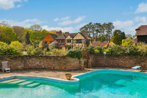 Barnfield - country estate - swimming pool - Grantley