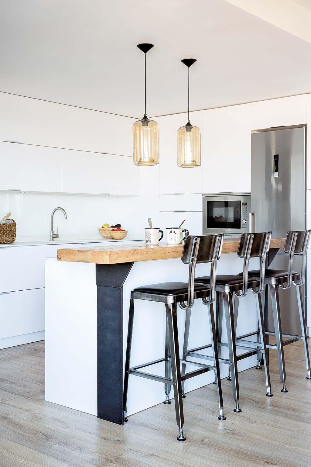 Una cocina con isla y barra de desayunos - Cocinas bonitas