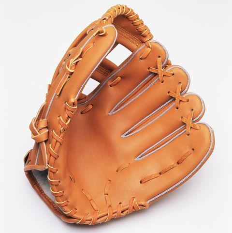 咖啡色的棒球手套