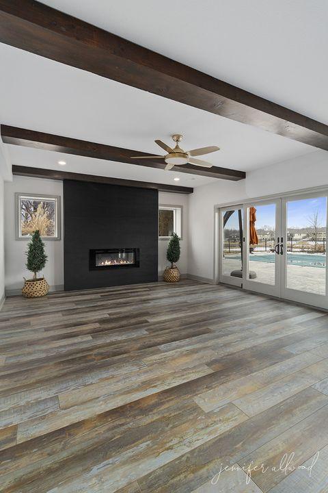 Floor, Property, Room, Building, Wood flooring, Interior design, Flooring, Architecture, Laminate flooring, Ceiling,