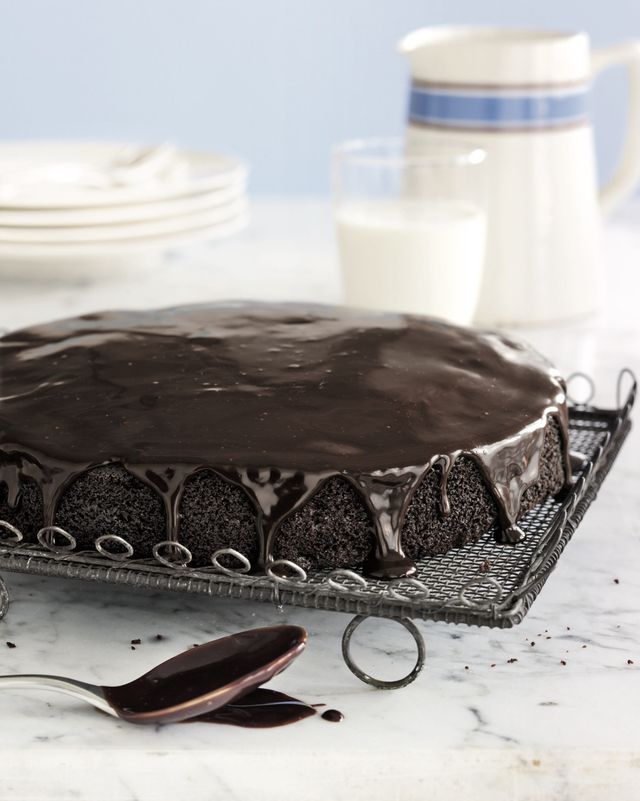 basic chocolate cake with glaze