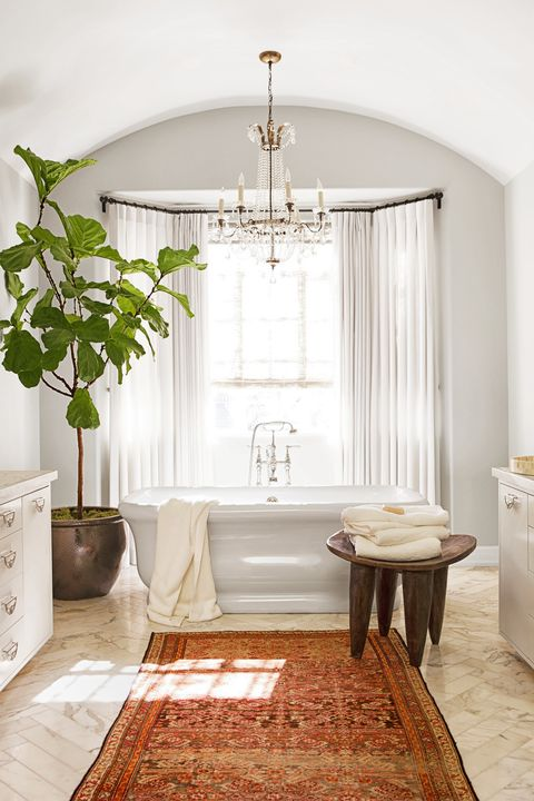 bathroom with fiddle leaf fig tree