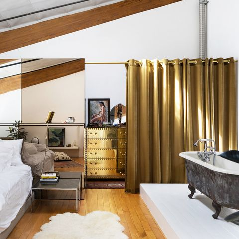 Stylish Examples Of Bathtubs In Bedrooms
