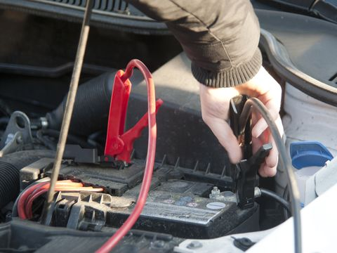 How To Charge A Car Battery 5 Steps To Revive A Dead Battery