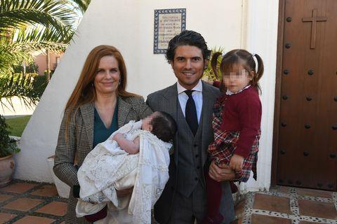 Olivia de Borbón y Julian Porras celebran el bautizo de su hijo Fernando