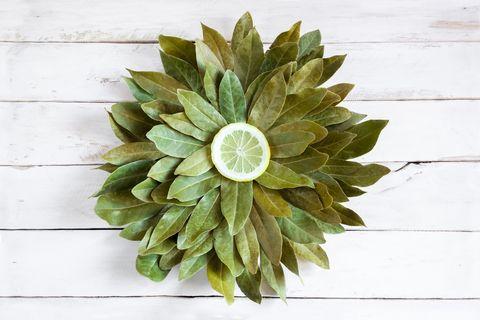 bay leaves and slice lemon, forming a flower