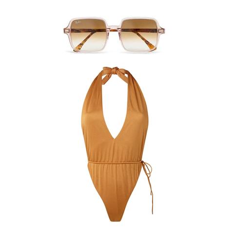 halter badpak en zonnebril met vierkante glazen