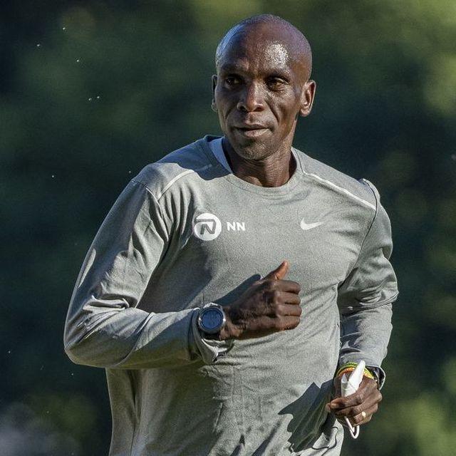 Hand, Wrist, Sportswear, Jersey, Watch, T-shirt, Playing sports, Muscle, Running, Athlete,