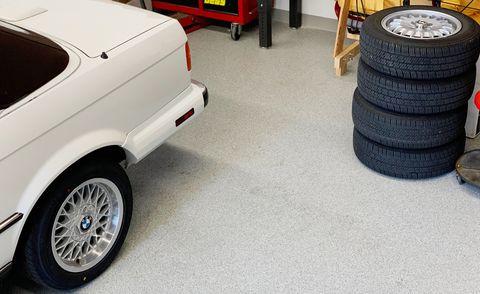 Best Garage Floor Paint: Latex, Acrylic