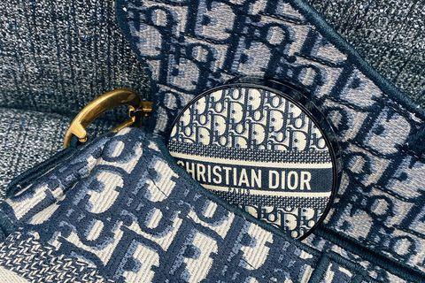 Textile, Bag, Pattern, Shoulder bag, Leather, Stitch, Embellishment, Label, Needlework, Woven fabric,