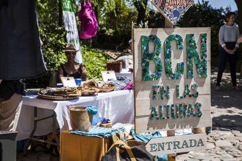 Selling, Public space, Flea market, Bazaar, Market, Tree, Marketplace, City, Plant, Stall,