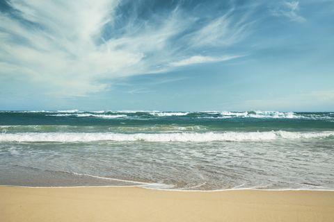 Body of water, Sky, Wave, Sea, Beach, Ocean, Water, Wind wave, Shore, Cloud,