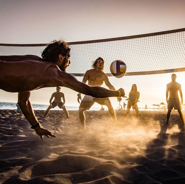 mannen heren strand zomer spelletjes