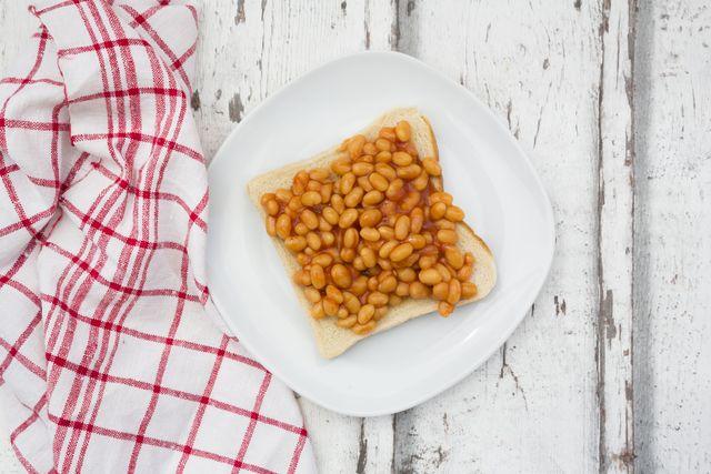 baked beans, spiegelei und toast