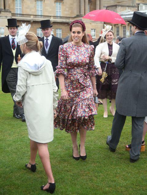 Event, Dress, Fashion, Ceremony, Suit, Formal wear, Crowd,