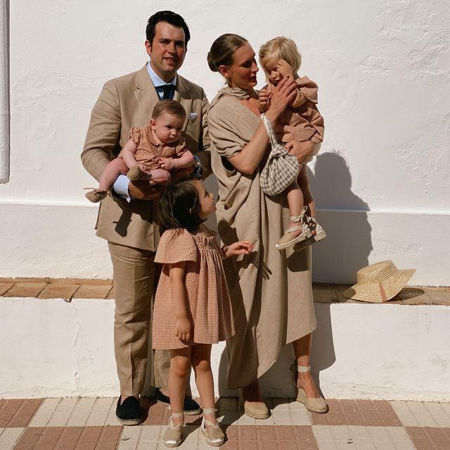 looks de boda familia en color beige