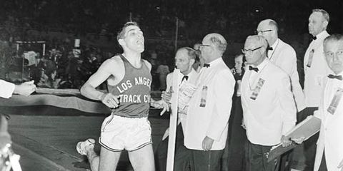 Beatty shatters indoor mile record, 1962