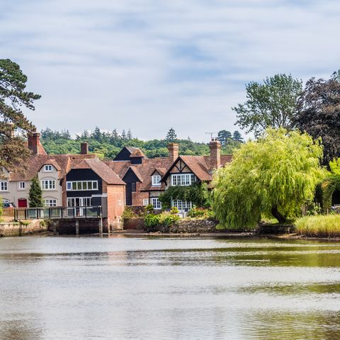beaulieu village and river in the new forest area of hampshire i