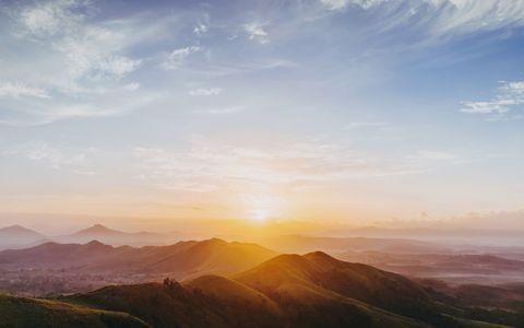 Sky, Mountainous landforms, Cloud, Mountain, Atmospheric phenomenon, Horizon, Morning, Sunrise, Mountain range, Natural landscape,