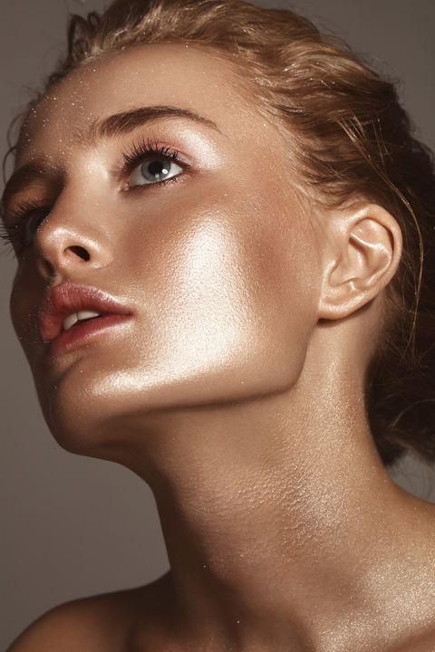 Mujer con piel radiante