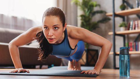 7招「消除副乳、集中胸型」運動必學!超有感美胸訓練出漂亮胸型還瘦手臂