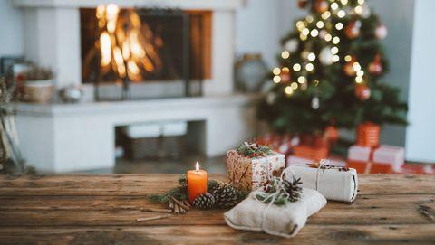 kerstcadeaus en boom