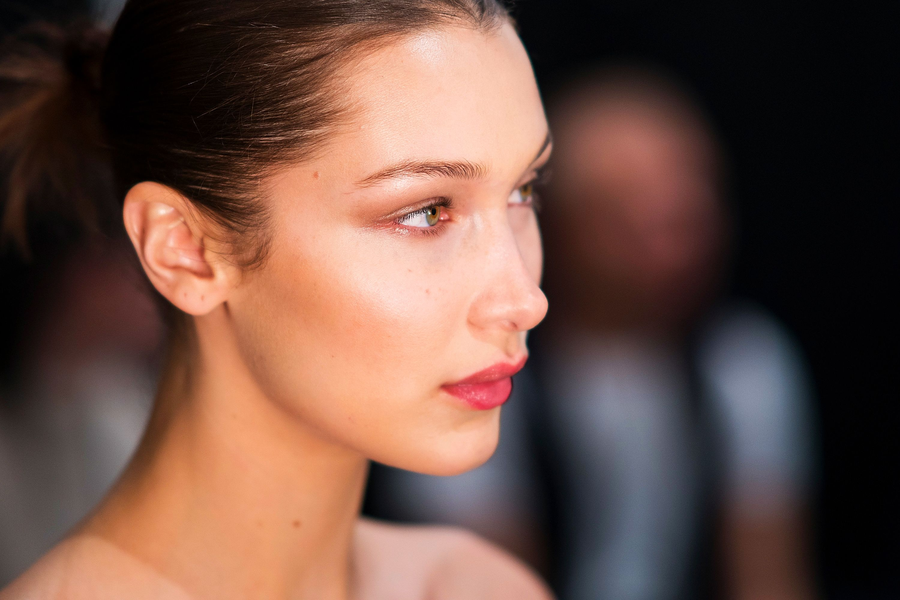 Cakey Makeup: 10 Tricks to Fix Caking and Creasing