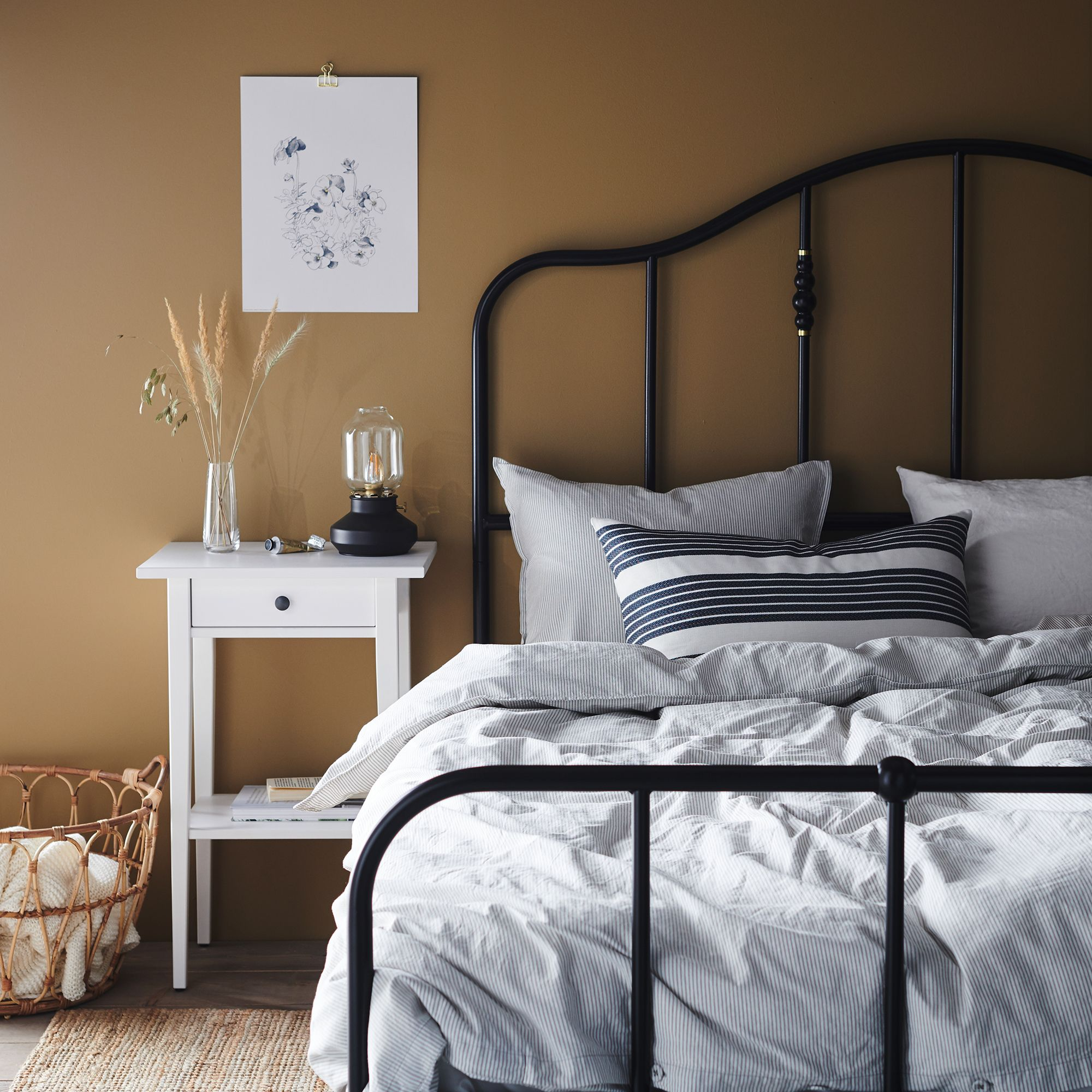 Decluttering Your Bedroom May Help Calm Your Anxious Mind