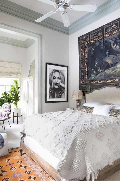 Bedroom, Bed, White, Room, Furniture, Bed sheet, Ceiling, Bedding, Bed frame, Property,