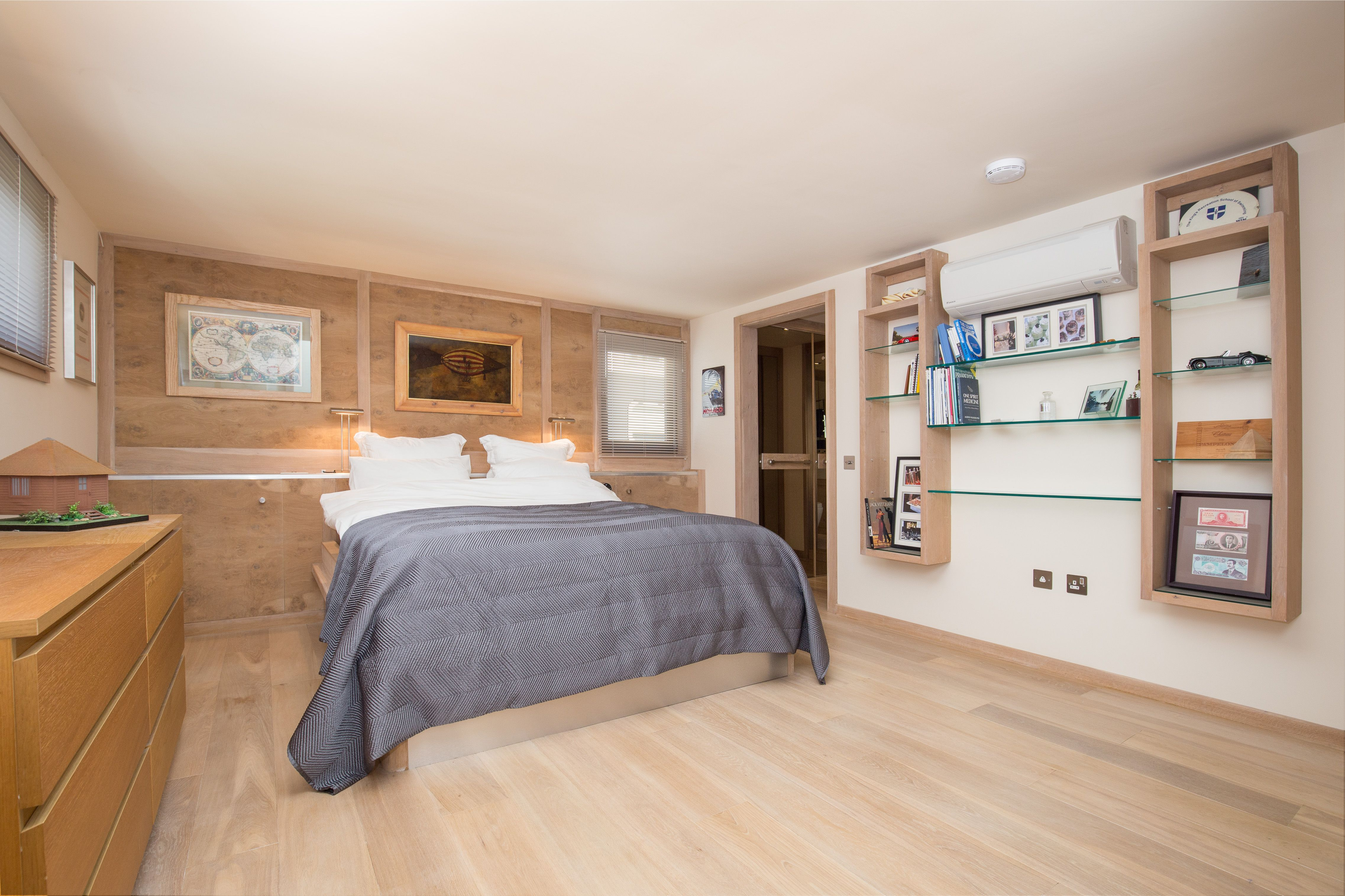 Modern houseboat with plenty of character for sale in Wandsworth