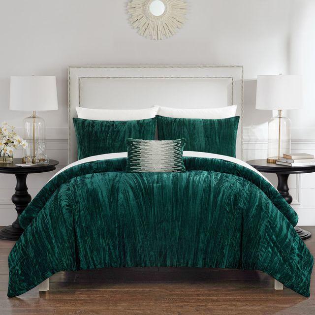 Bedding, Bed sheet, Green, Bedroom, Furniture, Turquoise, Bed, Duvet cover, Room, Teal,