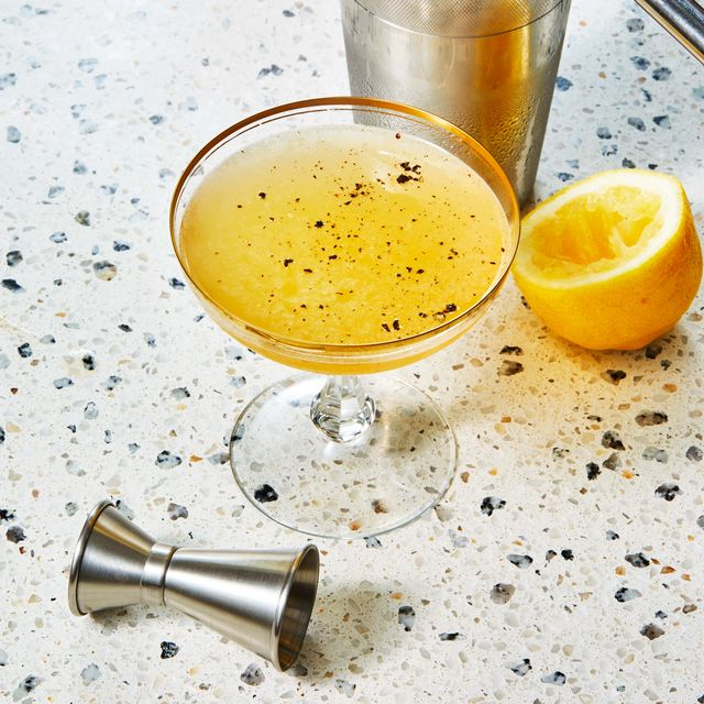 the bee's sneeze cocktail