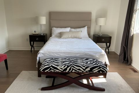 bedroom before with zebra bench and black night stands