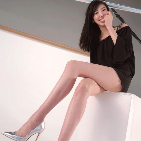 日本絲襪「第一御用腿模」超狂零修圖美腿養成,6大逆天細腿保養術從坐姿到走路方式,還有睡前這招防止o型腿