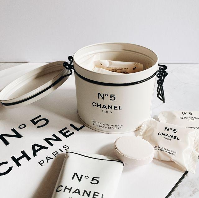 香奈兒5號工場限定系列品項價格總整理!chanel純白油漆筒沐浴乳、水彩條身體乳霜